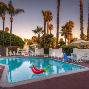 Chain Reaction Anaheim Hotels - Hotel Pepper Tree