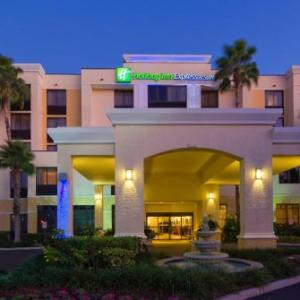 Robert Russell Theater Hotels - Holiday Inn Express & Suites Kendall East Miami