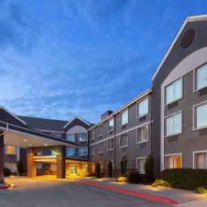 Iowa Speedway Hotels - BEST WESTERN Holiday Manor