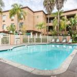 Accommodation near Ruth Chapman Perf Arts Chula Vista - Comfort Suites Mission Valley SeaWorld Area