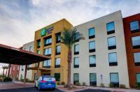 Holiday Inn Express And Suites Phoenix North - Scottsdale Image