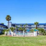 Hotels near Amway Center - Days Inn Orlando Midtown