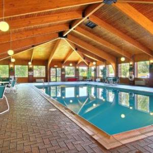 Hotels near Richland County Fairgrounds Mansfield - Quality Inn & Suites Mansfield