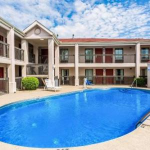 Econo Lodge Inn & Suites Murfreesboro