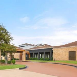 Hotels near Cowboys Red River - Country Inn & Suites Dallas Love Field (Medical Center)