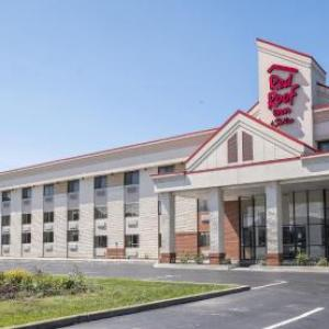 Quaker Steak & Lube Sheffield Village Hotels - Red Roof Inn and Suites Cleveland Elyria
