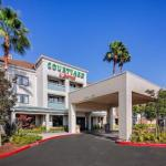 Accommodation near Holy Names University - Courtyard By Marriott Oakland Airport