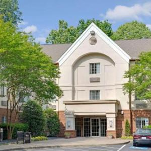 Hawthorn Suites By Wyndham Charlotte - Executive Center NC, 28217