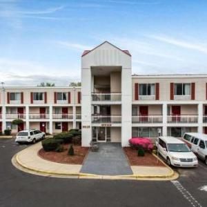 Hotels near Coyote Joes Charlotte - Econo Lodge & Suites