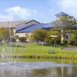Hotels near Lindner Family Tennis Center - Super 8 Mason