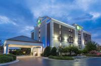 Holiday Inn Express Hotel & Suites Wilmington-University Ctr Image