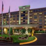 PNC Music Pavilion Accommodation - Holiday Inn Charlotte University Place