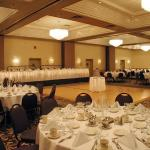 Hotels near Royce Auditorium Grand Rapids - Crowne Plaza Grand Rapids Airport