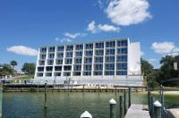 Inn On Destin Harbor Image