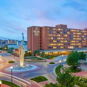 Hotels near LC Walker Arena - Holiday Inn Muskegon Harbor