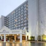 Hotels near Verizon Wireless Amphitheater St Louis - DoubleTree by Hilton St. Louis at Westport
