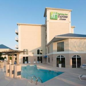 Holiday Inn Express & Suites Asheville - Biltmore Square Mall