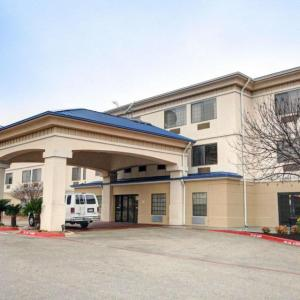 Hotels near Austin360 Amphitheater - Quality Inn & Suites Airport