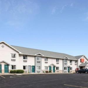 CMAC Hotels - Econo Lodge Inn & Suites Canandaigua