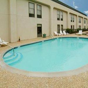 Baymont Inn And Suites Fayetteville