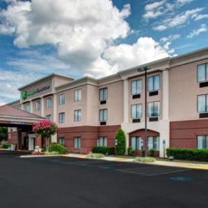 Randolph-Macon College Hotels - Holiday Inn Express Hotel & Suites Ashland
