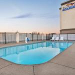 Accommodation near Ford Center Evansville - Baymont Inn Evansville East