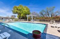 Motel 6 Dallas Market Center Image