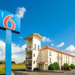 Hotels near Tumbleweed Express St. Louis - Baymont Inn & Suites Hazelwood St. Louis Airport