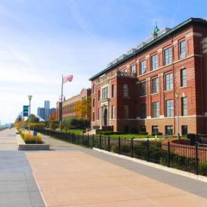 Hotels near Chene Park - Roberts Riverwalk Hotel
