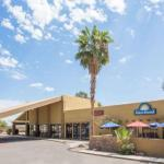 Hotels near Gila River Arena - Days Hotel Peoria Glendale Area