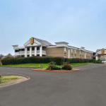 Hotels near Verizon Theatre Grand Prairie - Super 8 Grand Prairie North