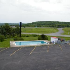 Canadas Best Value Inn & Suites