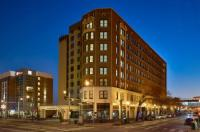 Doubletree Memphis Downtown Image