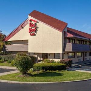 Hotels near 5 Star Lanes - Red Roof Inn Detroit Troy