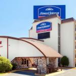 Accommodation near Verizon Theatre Grand Prairie - Howard Johnson Express Inn - Arlington Ballpark/Six Flags