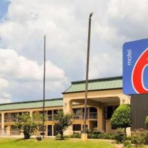 Hotels near Metrocenter Mall Jackson - Quality Inn & Suites Southwest