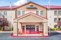 Comfort Inn & Suites At Stone Mountain Image