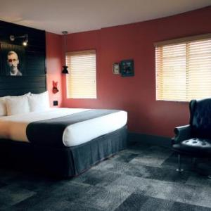 Hotel Gaythering - Gay Hotel - All Adults Welcome in Miami Beach