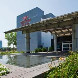 Hotels near Kincaids Restaurant Bloomington - Crowne Plaza Suites Msp Airport - Mall Of America