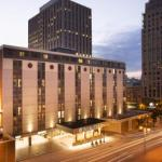 Accommodation near Pabst Theater - DoubleTree by Hilton Milwaukee Downtown