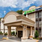 Accommodation near Palace Theater Waterbury - Holiday Inn Express Southington