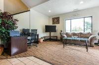 Econo Lodge Inn & Suites Image