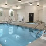 Hawkeye Downs Accommodation - Country Inn & Suites by Carlson Cedar Rapids Airport