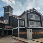 Henderson Stadium Accommodation - La Quinta Inn & Suites Macon