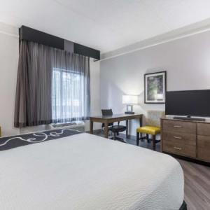 Wills Park Equestrian Center Hotels - La Quinta Inn & Suites Atlanta Alpharetta