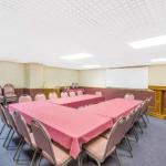 Accommodation near Tyson Events Center - Knights Inn And Suites South Sioux City