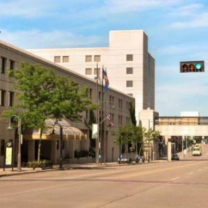 Hotels near Fox Cities PAC - Radisson Paper Valley Hotel