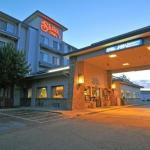 Accommodation near Idaho Center - Shilo Inn Nampa Suites