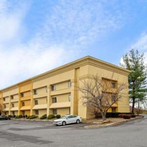 Hotels near Chambers Hill Fire Company Pennsylvania Room - La Quinta Inn & Suites Harrisburg Airport Hershey