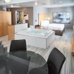 Hotels near Harriet Island - Livinn Hotel Maplewood